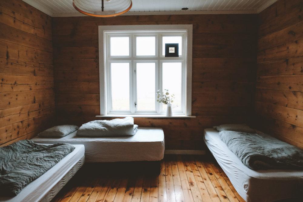 Utsikten  Utsikten, heter utsikten av en grunn.Nyoppusset med husets beste utsikt og har 4 komfortable senger. Man kan sette de sammen eller sove hver for seg.