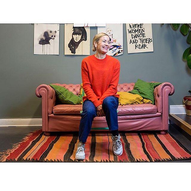 Nytt nummer Sofo Stories ute: Illustratören Stina Persson hyllar sitt favvo-kvarter med t-shirt. Möt även @sneakersnstuff_sthlm @bladverket_stockholm @parlanskonfektyr och Krukmakeriet. ✏️📸 @jonasherjeby.se