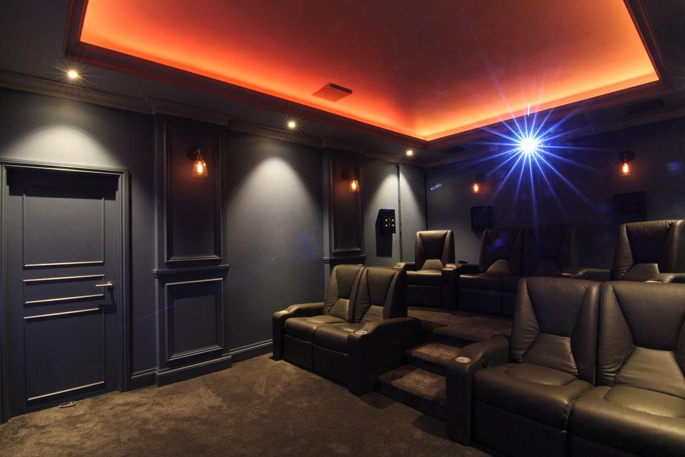 Home_Cinema_Bespoke_Home_Cinemas_01.jpg