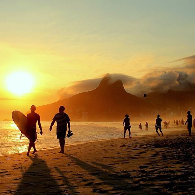 Everybody feels at home in Rio de Janeiro. This marvellous city is so cosmopolitan, diverse and multicultural that anyone can become a carioca. Are you ready for your next adventure? 🏄🏽‍♂️ Rio is waiting for you! 🌴💻 . . . . . #Coworld #BeCoworld #liveanywhere #workeverywhere #freelance #digitalnomadlife #digitalnomad #entrepeneurs #riodejaneiro #Brazil