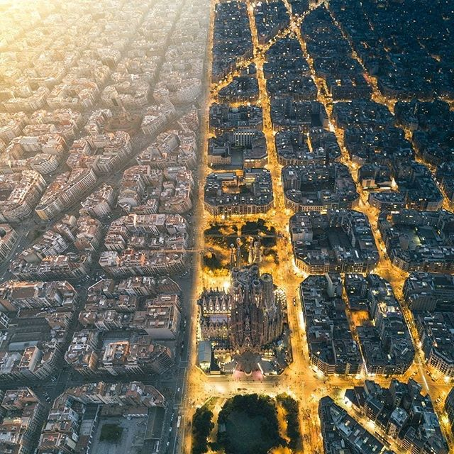 Day & night views above Barcelona 😍  Are you going to miss the show? (📸 by @henry_do) . . . . . #Coworld #BeCoworld #liveanywhere #workeverywhere #freelance #digitalnomadlife #digitalnomad #entrepeneurs #Barcelona #Spain #workandbeer  #BarcelonaRetreat #Coliving #LiveBarcelona