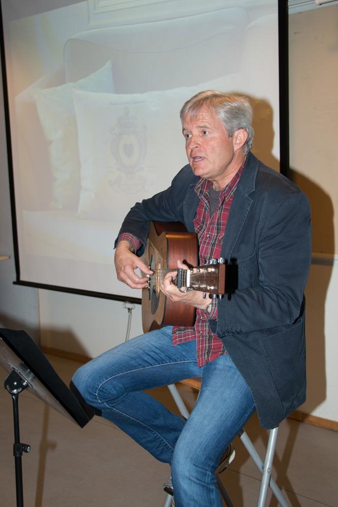 Jan synger på foredrag