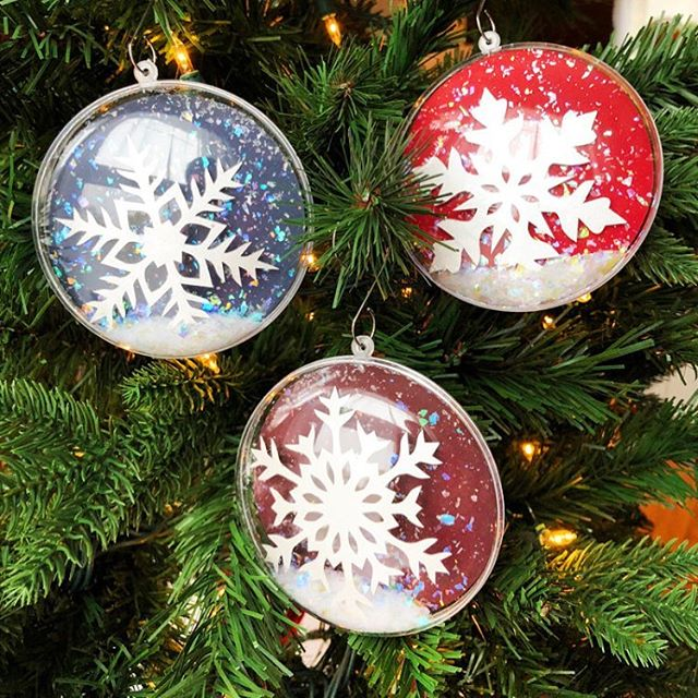 There are still a few of these beautiful snowflake ornaments left ready to find their way home to your tree 🎄❄️✨ • • • #papercut #paperart #papercutartist #paper #papersource #paperillustration #artwork #paperartwork #paperartist #abmcrafty #acolorstory #dscolor #YestoPS #myPSstyle #dailydoseofpaper #designlife #crafty #craftday #crafternoon #geezlouisedesign #etsy #etsyart #etsyfinds #etsyartist #etsystore #etsyshop #christmasgifts #christmasornaments #ornaments #christmastree