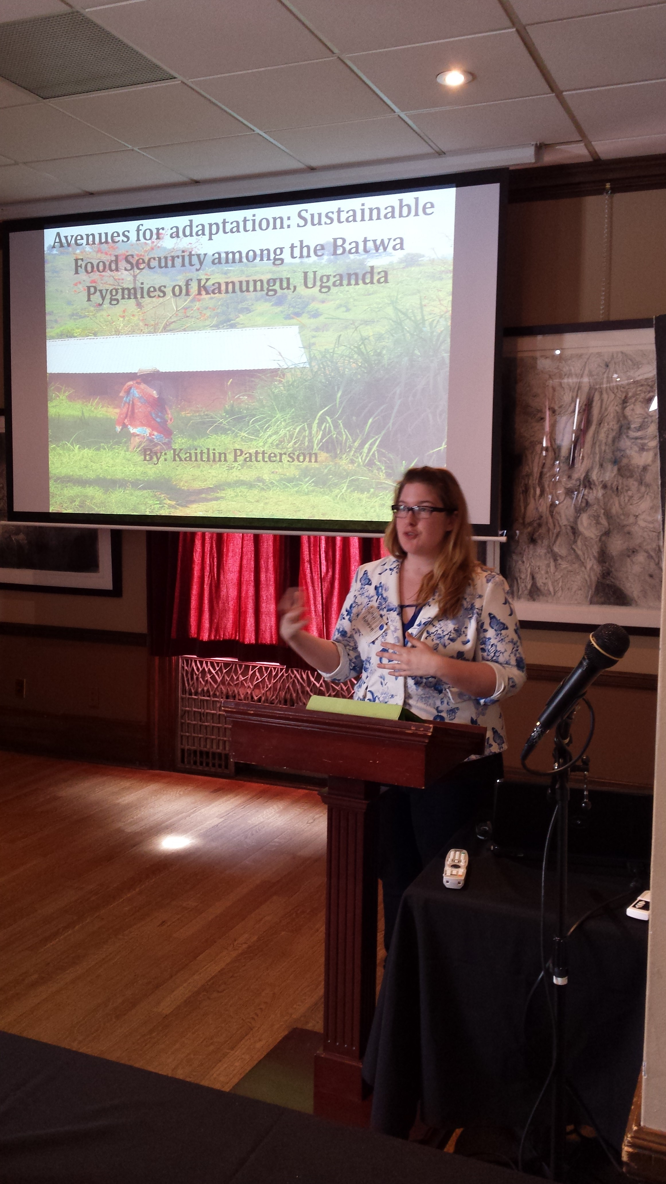 Kaitlin presenting at the McGill SRS 2015 (Photo by Stephanie Austin)
