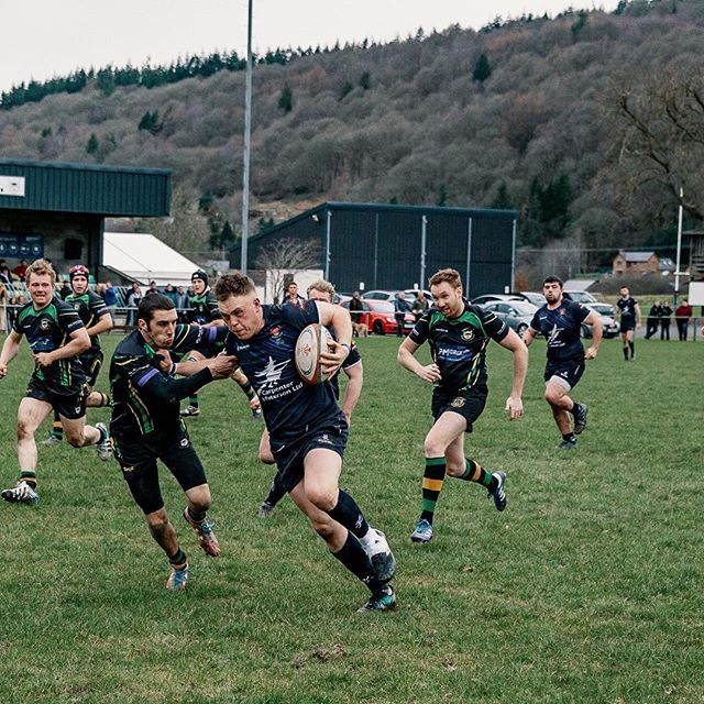 Sometimes Fullbacks just want to come along for the ride... Remember kids, you can always go low in the tackle if the opposition No.8 looks like making a 50 yard stampede for the tryline 💪🏉💥 From a cracking derby game against Llanidloes at the weekend.  #welshrugby #trytime #rugbyunion #midwalesrugbyhasitsmomentstoo