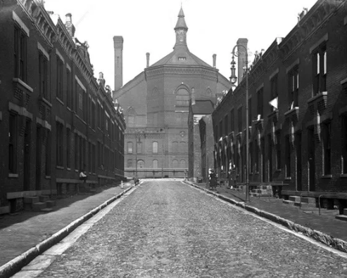 Laurel Street with Music Hall in the background, April 21st, 1920. As you drive to Union Terminal next time, note how different this street (Ezzard Charles) now looks—all of these buildings are gone! Courtesy of University of Cincinnati Libraries.
