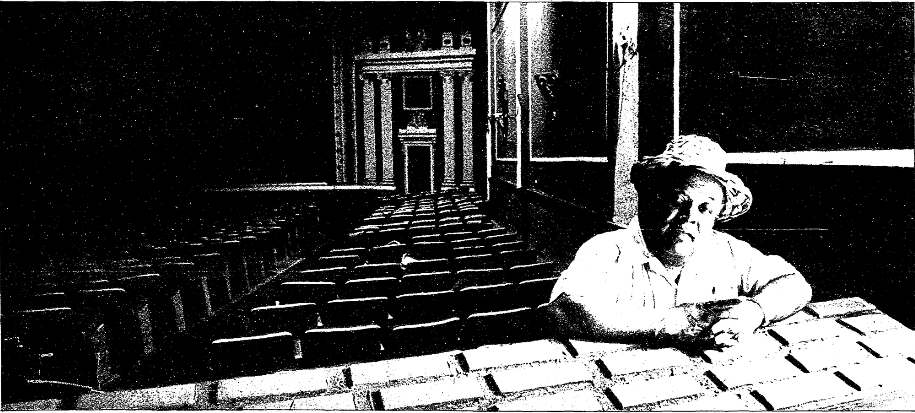 Frank Allison inside the State.  Cincinnati Post , August 23, 1985, Courtesy of the Public Library of Cincinnati and Hamilton County.
