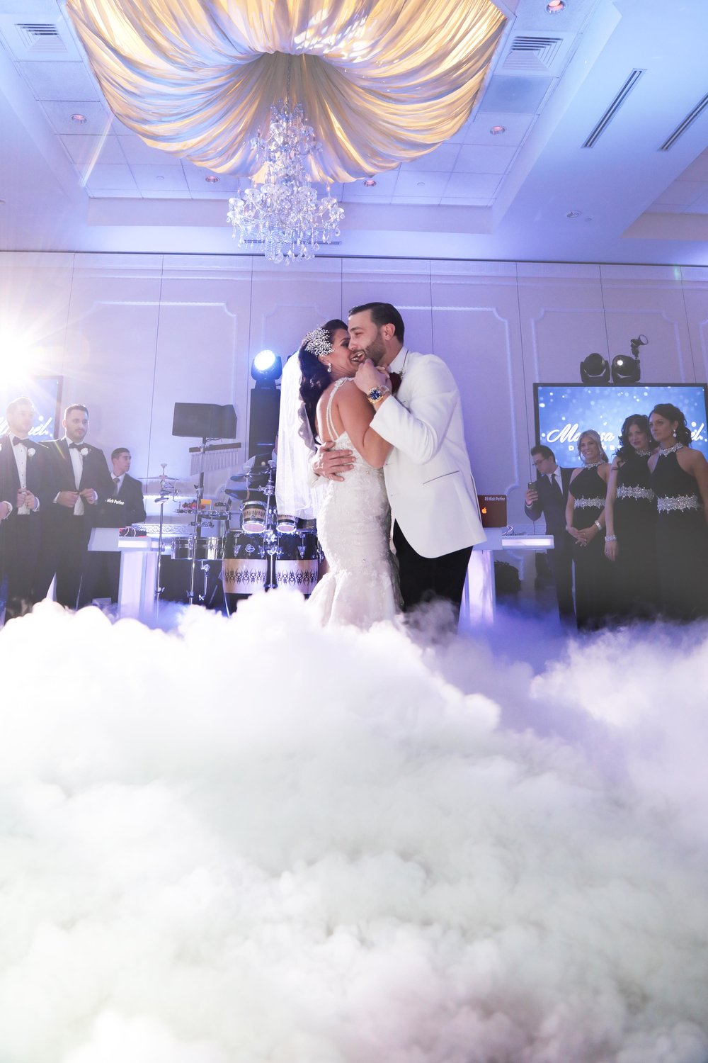 dance on clouds - Beautiful atmosphere for the new Mr. & Mrs.