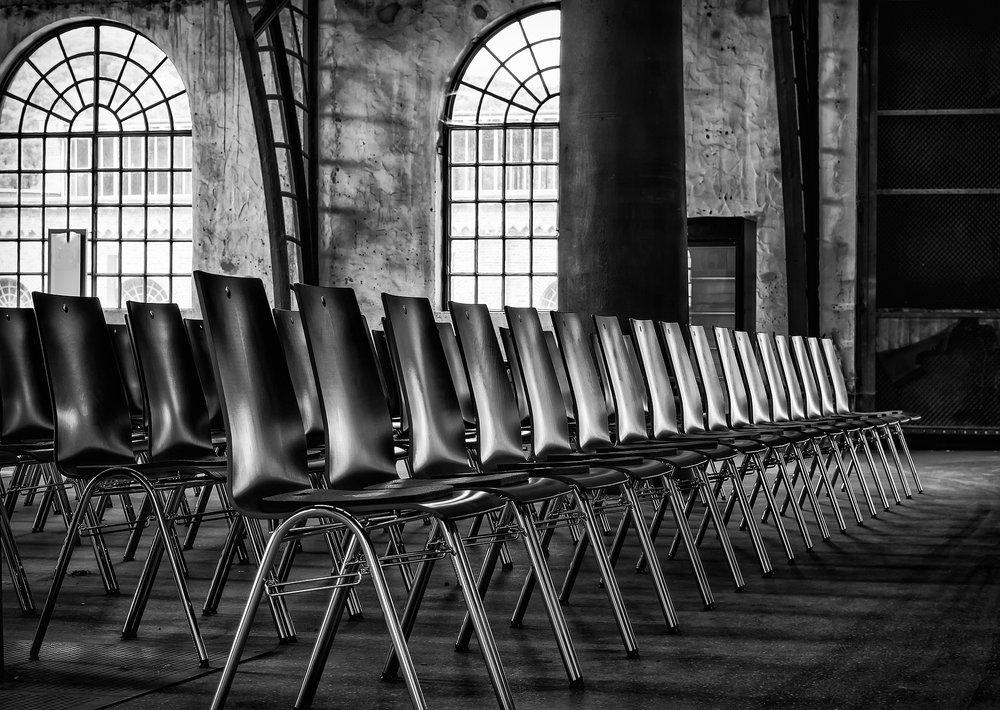 chairs-2593531_1920.jpg