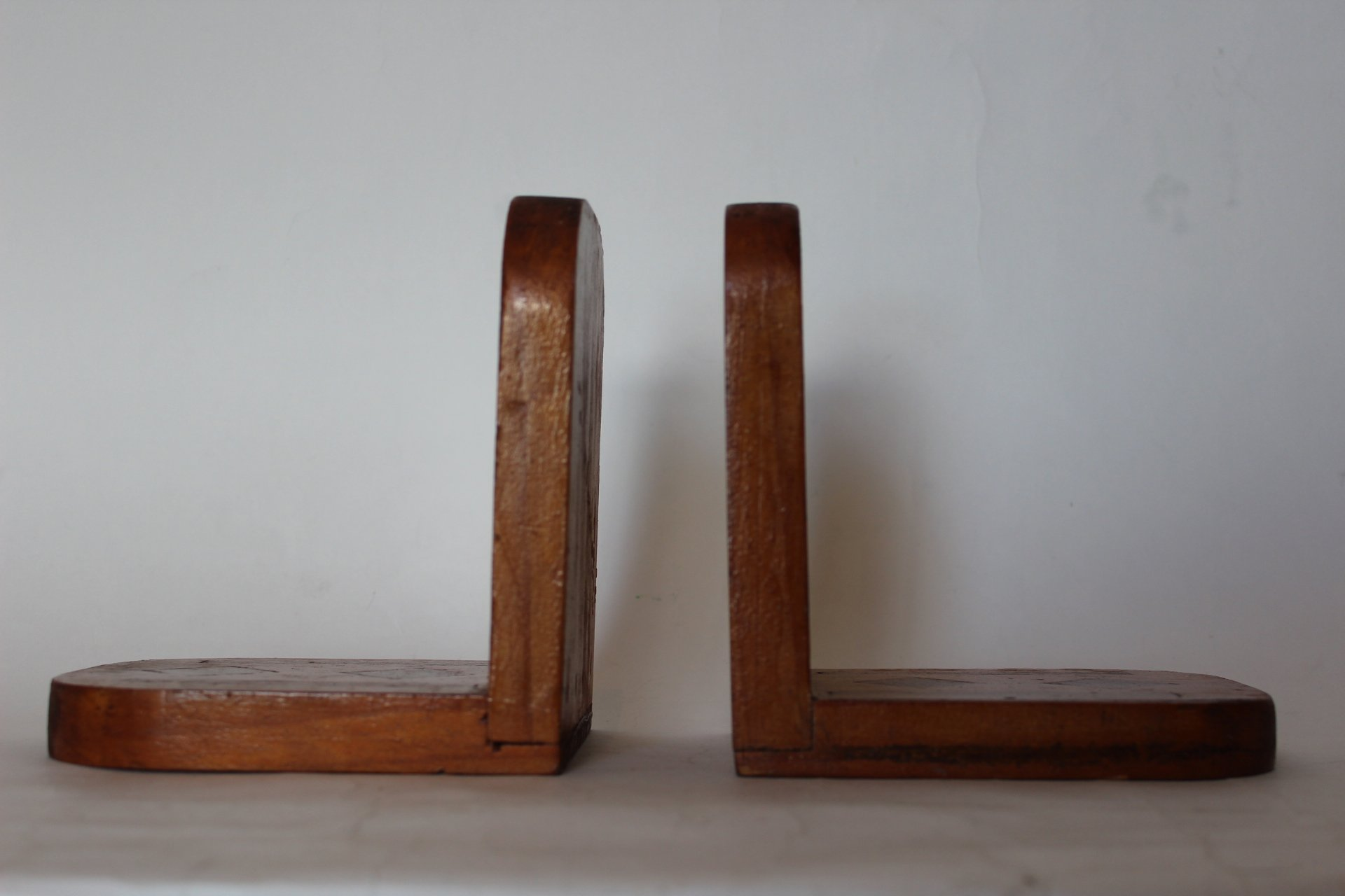 Famous Wooden Bookends — Retro Addiction AE73