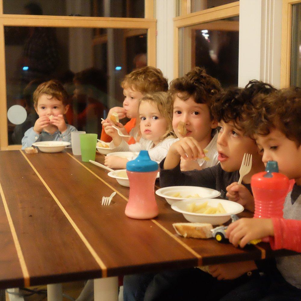 kids eating pasta