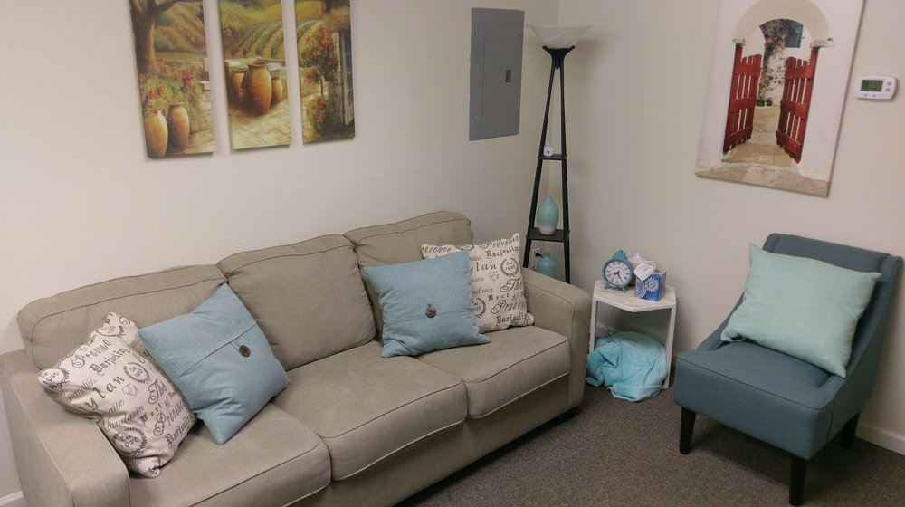 "Or MAKE YOURSELF ATHOME Here! - ""My therapist is a wonderful counselor and very knowledgeable.Quiet office, flexible scheduling, and great staff!"""