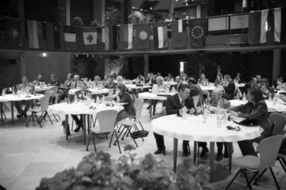 История - Британская компания LVA была основана Марком Проскуриным в 1994 году. Более 20 лет партнером компании был Роберт Веринг, Член Парламента Великобритании, Секретарь Британо – российского всепартийного парламентского комитета.LVA была одной из первых компаний в Западной Европе, которая признала важность диалога между западом и востоком в сфере отраслевых отношений, результатом чего стал Первый Международный Морской Форум в 1994 году.Начиная с 1994 г., мы провели более 100 форумов (ежегодные: Международный Морской Форум - ММФ, Металлургический Форум - МЕТЕХ, Евразийский Транспортный Форум ЕТФ, Евразийский БИЗНЕС САММИТ, Энергетический и Авиационный Форум, Трансмодал - смотрите видео-архив), более 1000 корпоративных программ и брифингов, предлагающих знания и возможности для налаживания контактов во всех секторах экономики.LVA открыла множество дверей к новым возможностям как для клиентов, так и для партнеров.К трехсотлетнему юбилею Петра Великого в 1998 г. LVA спонсировала создание памятника Петру Великому и организовала его церемониальную транспортировку из Калининграда в Великобританию на борту военного корабля «Беспокойный». Сегодня монумент расположен в саду Посольства России в Лондоне.