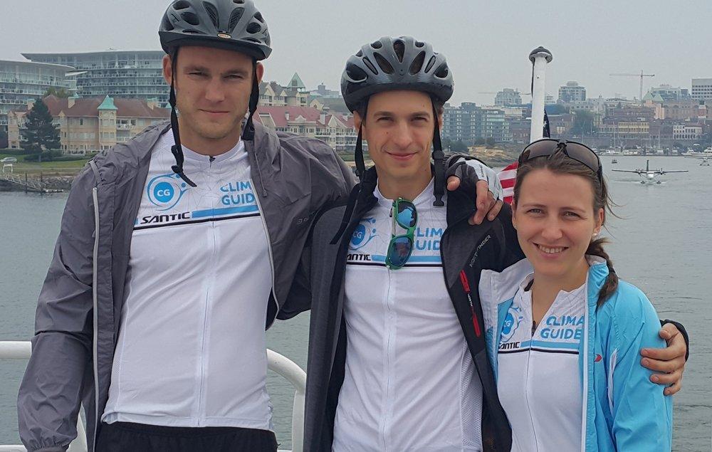 Simon Vano (left),teammate and bike-repair expert.