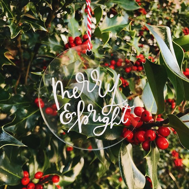 all things merry + bright ✨🎁#designxchloe  #customornaments #etsymaker #etsysellers #handletteringdaily #customcalligraphy