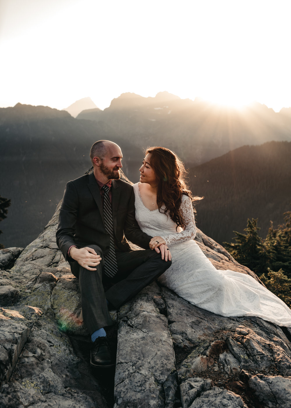 OVERNIGHT HIKING ELOPEMENT | MARIE VANDERPOOL PHOTOGRAPHY