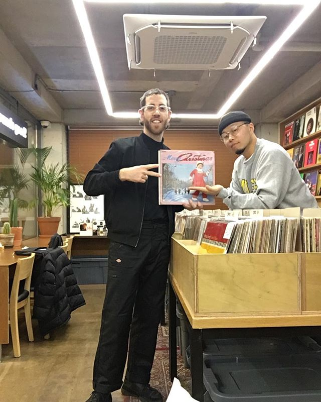 Big up man like @soundsgood_store @soundsgood.dk @juno.1224 who always come through to with amazing records. This time not only did I come one step closer to one of my dreams (owning the Sister Act 2 soundtrack on vinyl) but they also gave me a Korean Christmas Record as a 🎄 🎁 ...can't wait to play this @choicecutsgoods tomorrow night. Gonna be mad. #seoul #vinyl #binyl #bintagebinyl #recordshop