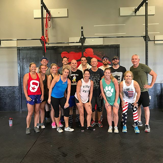 4th of July workout with the fit family. Everyone have a happy and safe day! #i40crossfit #crossfit #rogue #roguefitness #axom #axomperformance #fourthofjuly #independenceday #flexforvets
