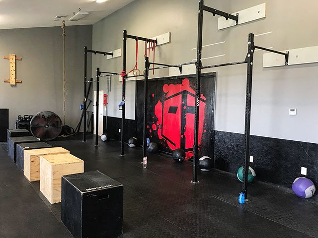 """Classes attacked benchmark WOD """"Kelly"""" yesterday!  #crossfit #benchmarkwod #kelly #wallball #boxjump #i40crossfit #bettereveryday"""