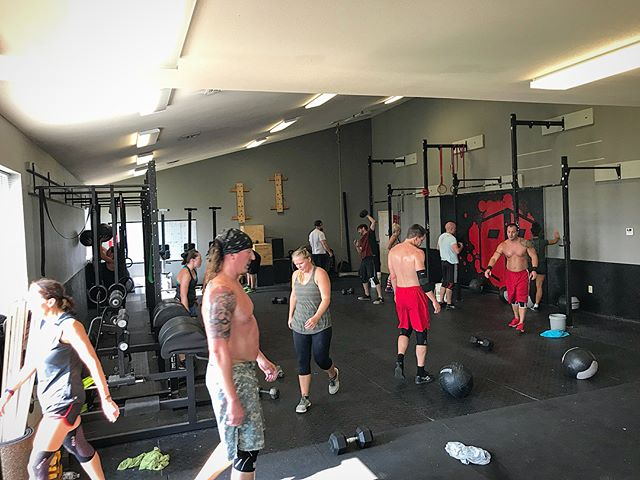 Packed house tonight at 4:30pm! The atmosphere was crazy and so many got new PR's on Clean & Jerk, congrats! #i40crossfit  #crossfit #rogue  #axom  #axomperformance  #pr #cleanandjerk