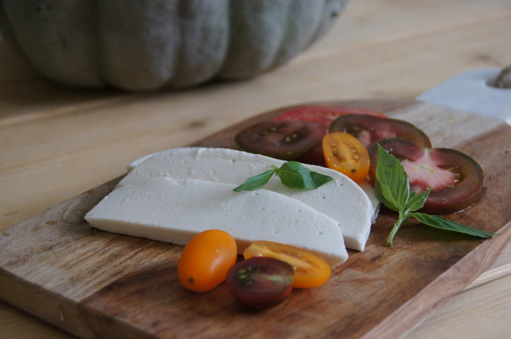 Caprese salad with cashew-almond 'mozzarella'
