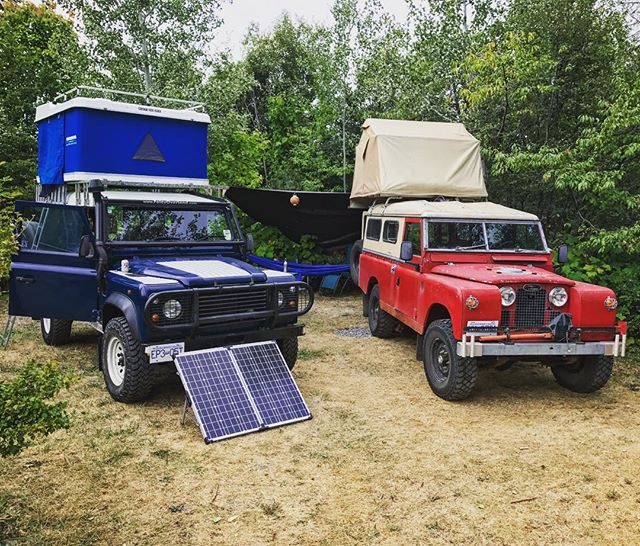 Our new production vehicle found a little red friend while on location for a shoot this week! #rovergroup #homeiswhereyouparkit #landroverdefender #solarpower #defender110 #pnwonderland #explorebc #imagesofcanada #300tdi #4x4