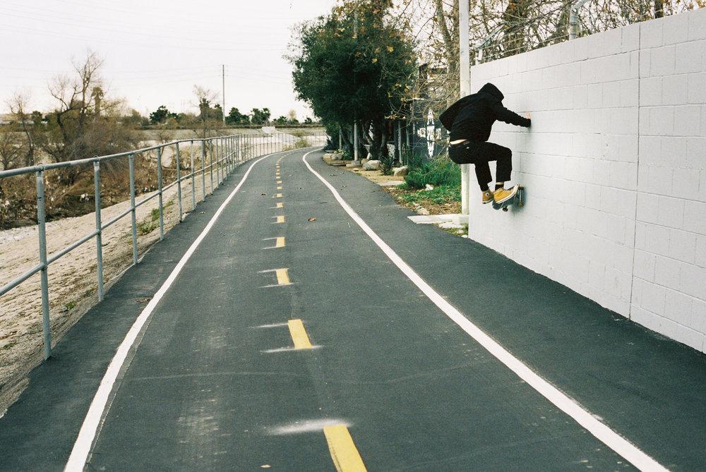 - SKATING IN LA X JUSTIN KEENA