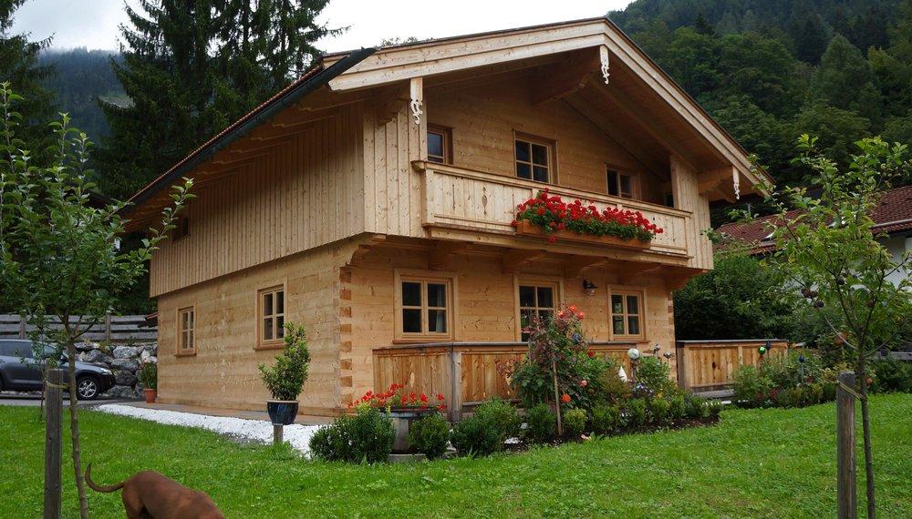 zimmerei-stoib-holzbau-blockbau-blockhaus-balkon-fichte-dachstuhl-01.jpg