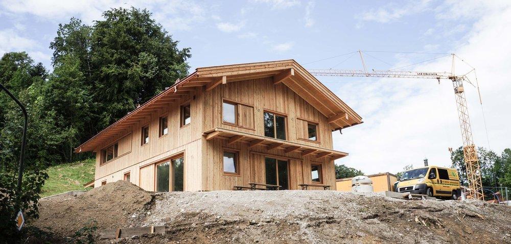 zimmerei-stoib-holzbau-holzhaus-brettsperrholz-holzarchitektur-doppelhaus-lärche-01.jpg