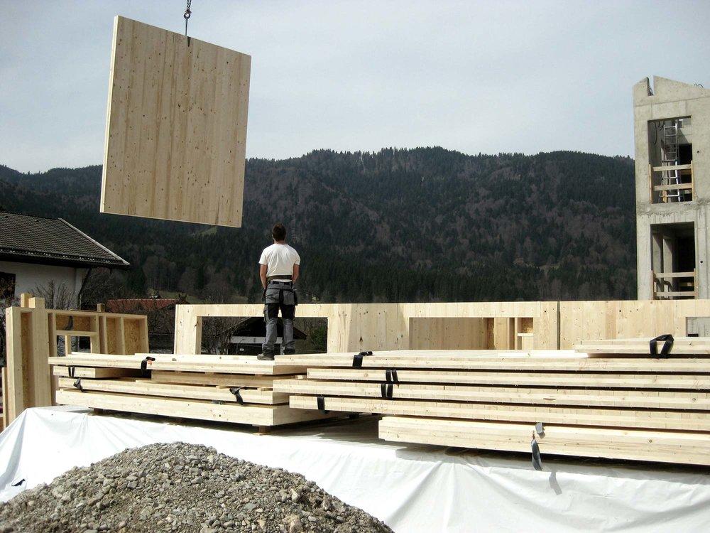 zimmerei-stoib-holzbau-massivholzbau-brettsperrholz-bauablauf-03.jpg