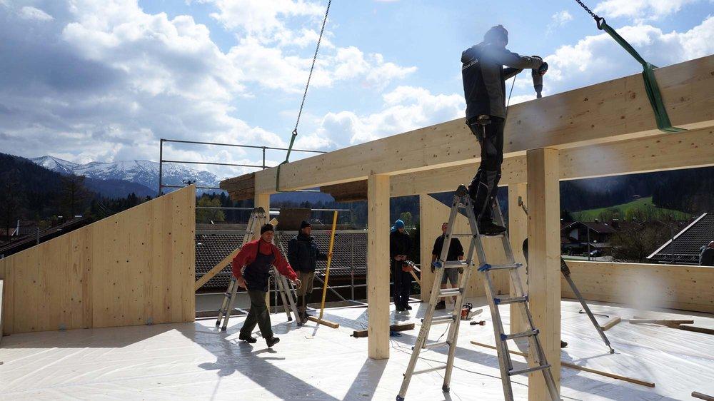 zimmerei-stoib-holzbau-massivholzbau-brettsperrholz-bauablauf-08.jpg