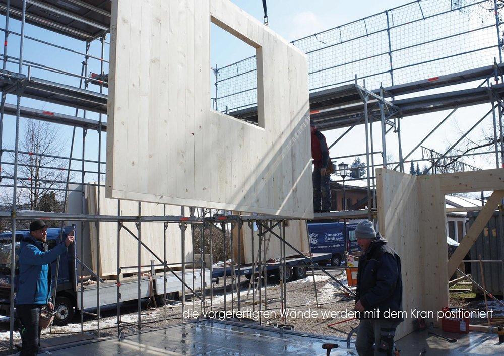zimmerei-stoib-holzbau-holzhaus-stehende-blockwand-montage-bauablauf-03.jpg