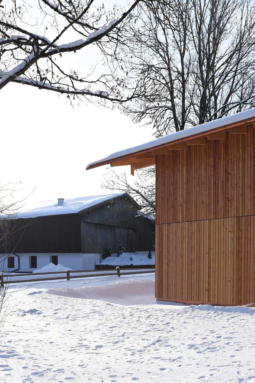 zimmerei-stoib-holzbau-holzhaus-modern-fassade-lärche-04.jpg