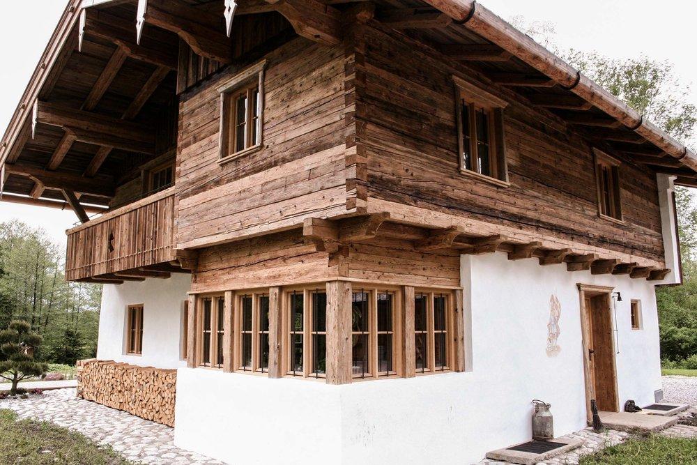 zimmerei-stoib-holzbau-holzhaus-blockhaus-altholz-teich-balkon-schindel-dach-fassade-terrasse-14.jpg