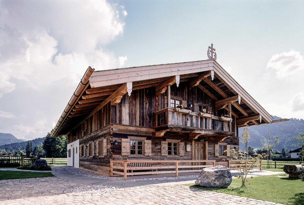 zimmerei-stoib-holzbau-holzhaus-egerner-höfe-alm-blockbau-altholz-innenausbau-tegernsee-rottach-egern-04.jpg