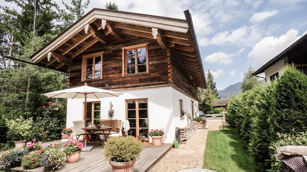 zimmerei-stoib-holzbau-holzhaus-altholz-fenster-blockbau-aussenschalung-tegernsee-einfamilienhaus-04.jpg