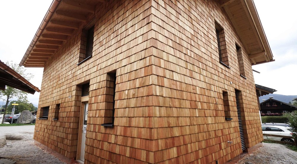zimmerei-stoib-holzbau-holzhaus-schindel-fassade-modern-tegernsee-raffstore-05.jpg