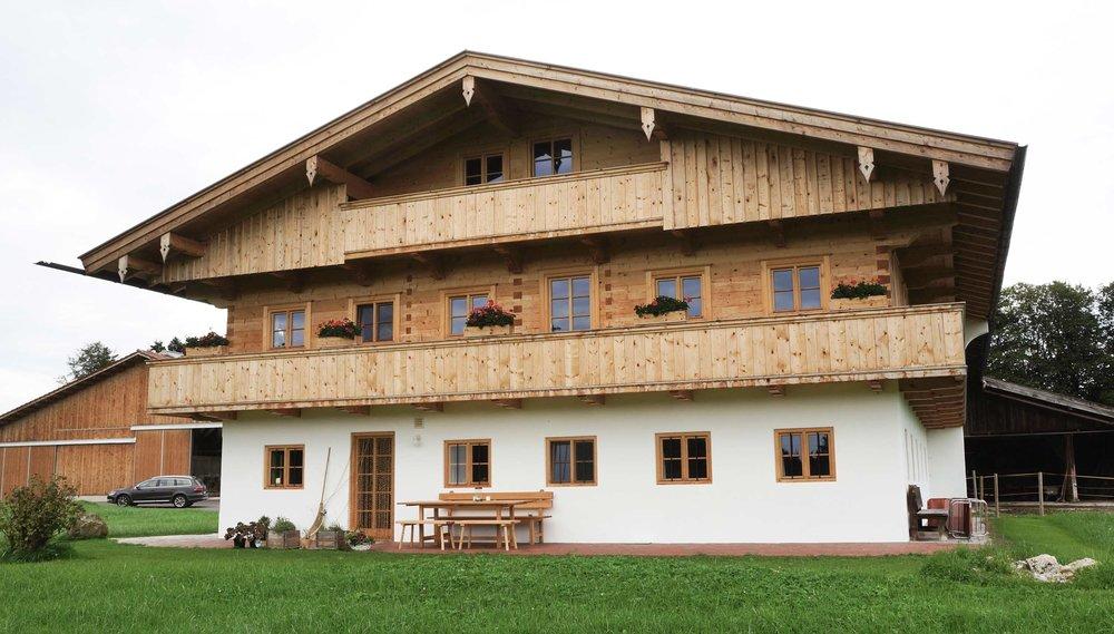 zimmerei-stoib-holzbau-holzhaus-bauernhof-sanierung-umbau-blockhaus-balkon-warngau-02.jpg