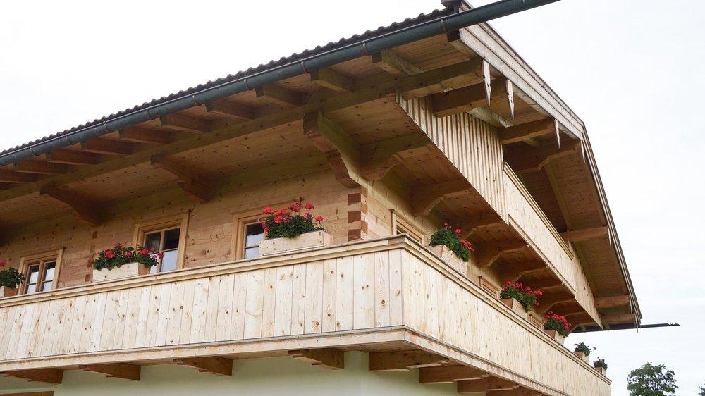 zimmerei-stoib-holzbau-holzhaus-bauernhof-sanierung-umbau-blockhaus-balkon-warngau-05.jpg