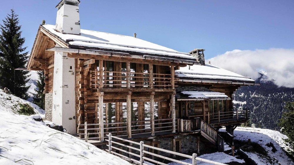zimmerei-stoib-holzbau-holzhaus-chalet-schweiz-verbier-altholz-naturstein-glas-berge-traditionell-terrasse-08.jpg