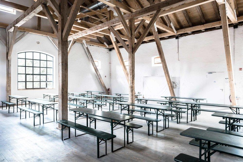 zimmerei-stoib-holzbau-holzhaus-gut-kaltenbrunn-tegernsee-festsaal-restaurant-sanierung-binderkonstruktion-käfer-rinderstall-07.jpg
