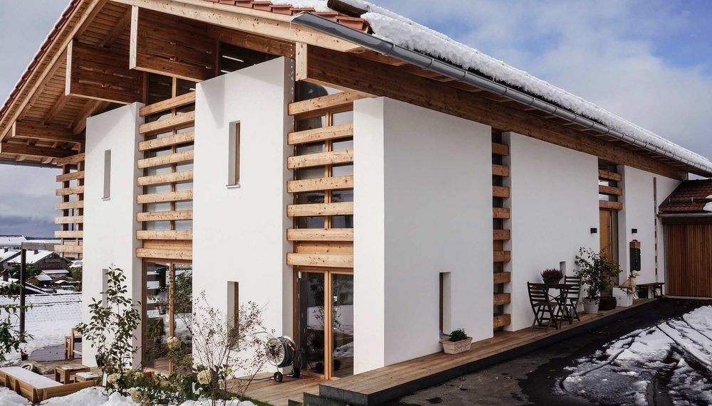 zimmerei-stoib-holzbau-holzhaus-modern-balkon-terrasse-sonnenschutz-04.jpg
