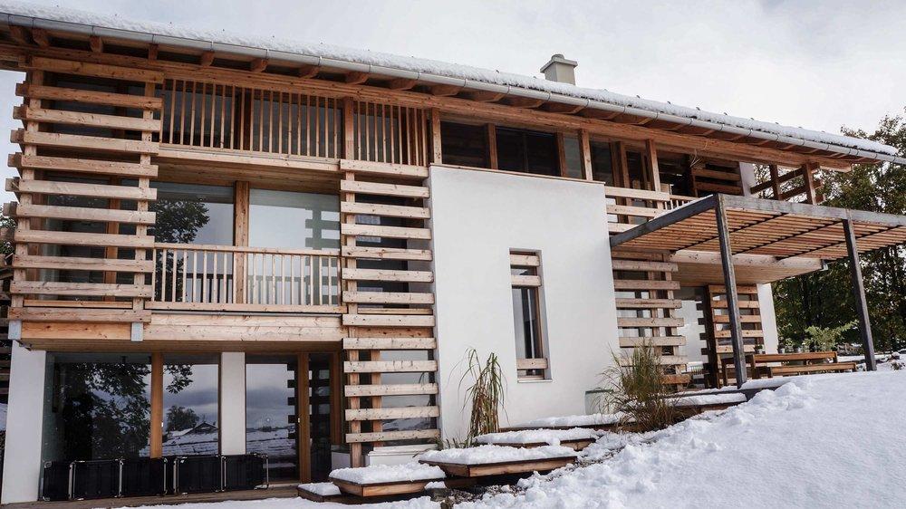 zimmerei-stoib-holzbau-holzhaus-modern-balkon-terrasse-sonnenschutz-07.jpg