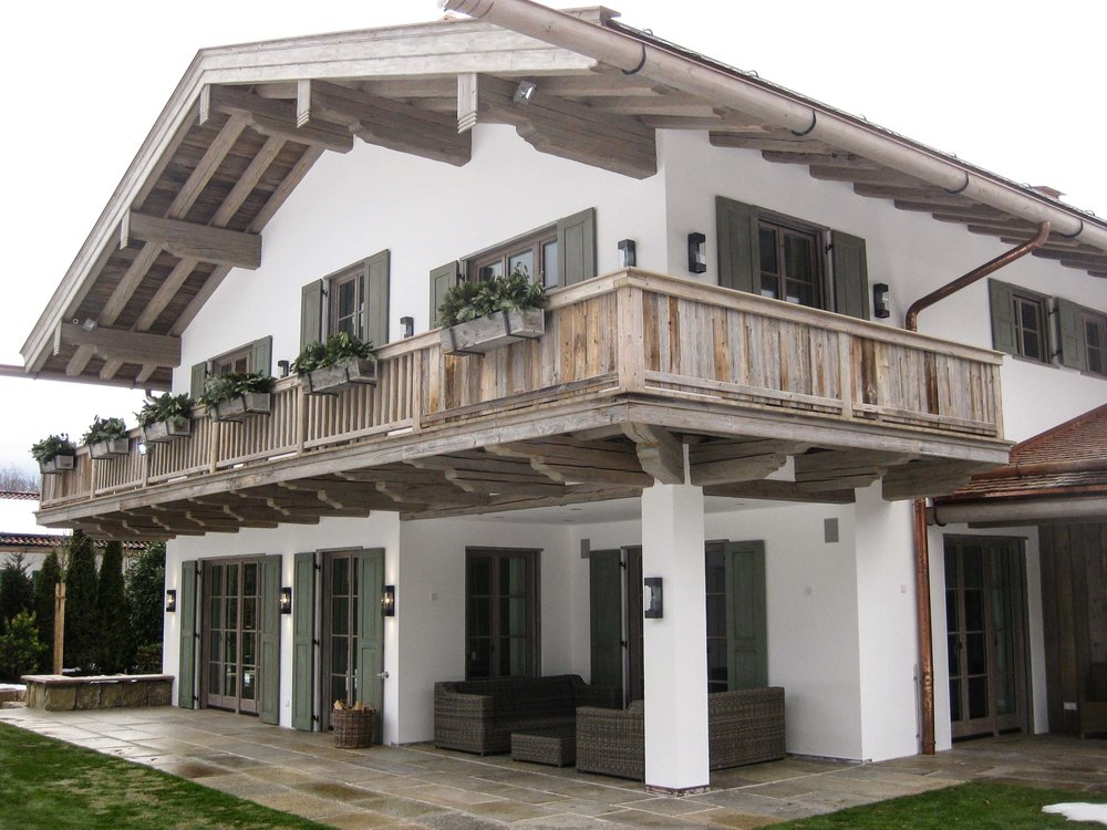 zimmerei-stoib-holzbau-holzhaus-tegernsee-altholz-grau-schalung-aussenschalung-fassade-balkon-terrasse-wohnhaus-villa-08.jpg