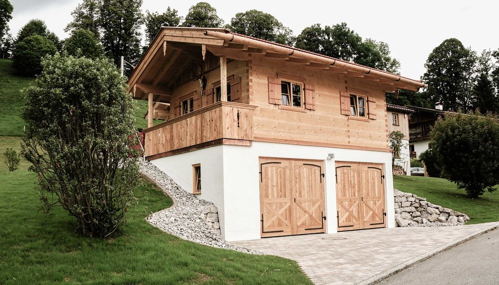 zimmerei-stoib-holzbau-holzhaus-blockhaus-blockbau-holz-traditionell-oberbayern-garage-01.jpg