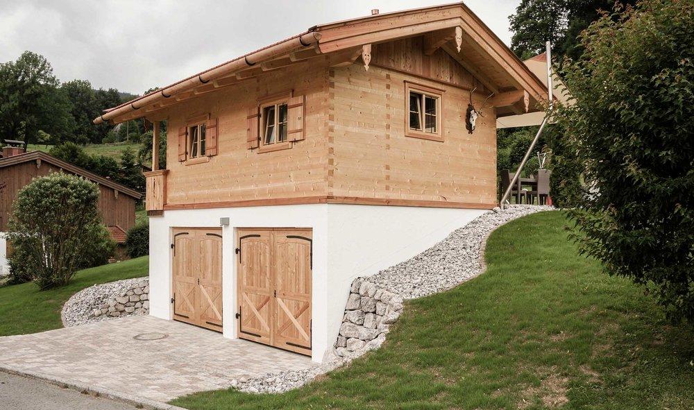 zimmerei-stoib-holzbau-holzhaus-blockhaus-blockbau-holz-traditionell-oberbayern-garage-03.jpg
