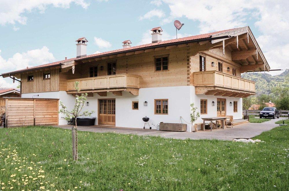 zimmerei-stoib-holzbau-holzhaus-blockhaus-blockbau-holz-traditionell-oberbayern-balkon-tegernsee-02.jpg