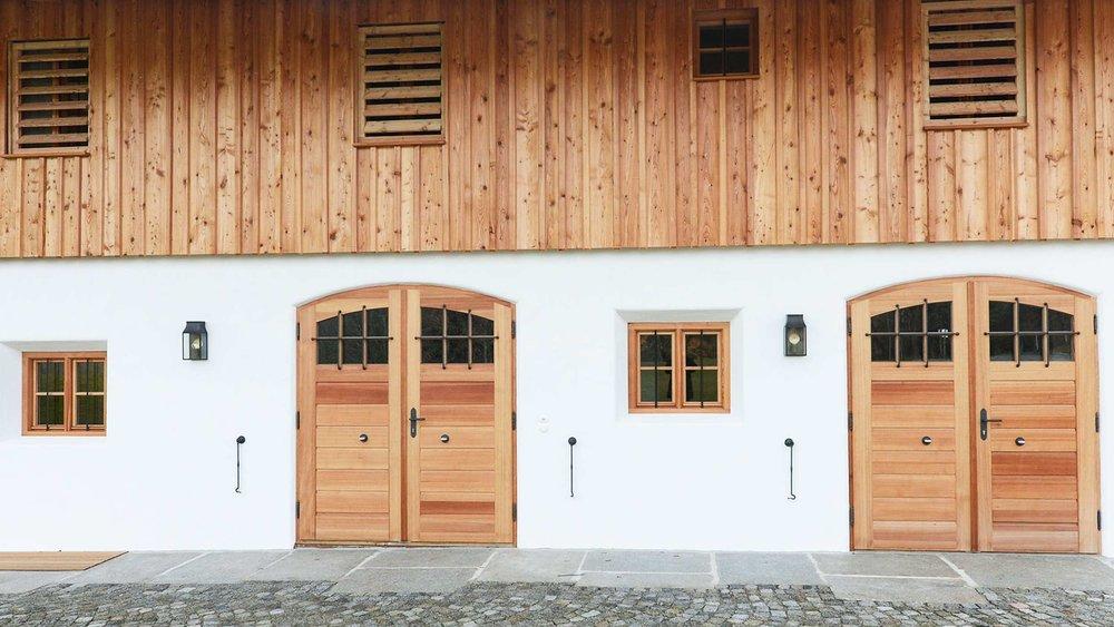 zimmerei-stoib-holzbau-holzahus-bauernhf-sanierung-blockbau-stall-lärche-fassade-umbau-denkmalgeschützt-07.jpg