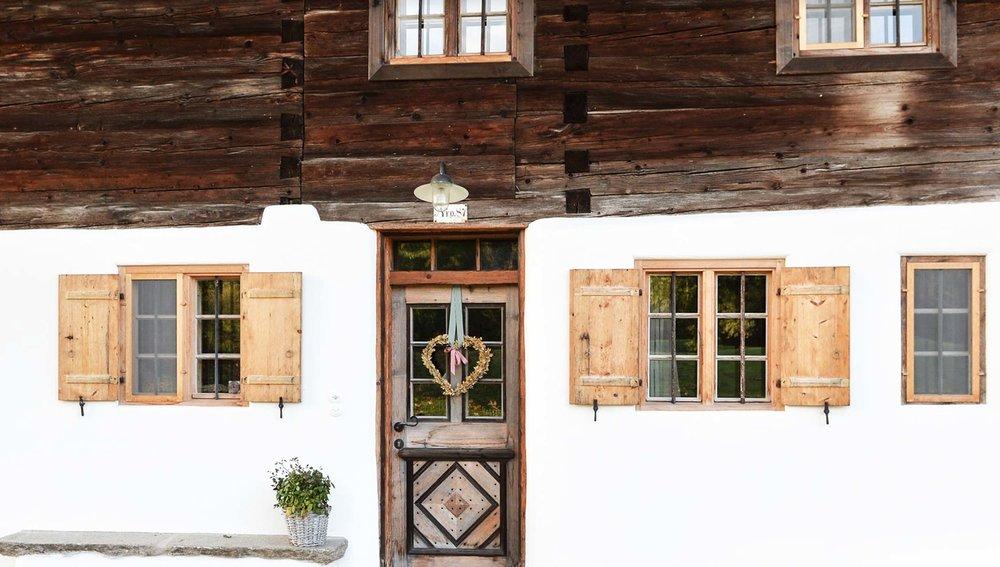 zimmerei-stoib-holzbau-holzahus-bauernhf-sanierung-blockbau-stall-lärche-fassade-umbau-denkmalgeschützt-10.jpg