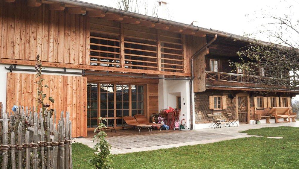 zimmerei-stoib-holzbau-holzahus-bauernhf-sanierung-blockbau-stall-lärche-fassade-umbau-denkmalgeschützt-12.jpg